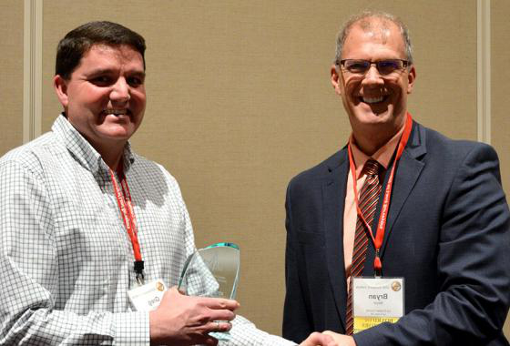 Mid-State Technical College Civil Engineering 技术-Highway Technician Instructor Greg Webster, right, receiving the Friend of Wisconsin Land Surveying Award at the organization's annual Surveyors' Institute Jan. 30 in Wisconsin Dells. Presenting him with the award is Bryan Meyer, LaCrosse County surveyor and president of the 威斯康星 County Surveyors Association.